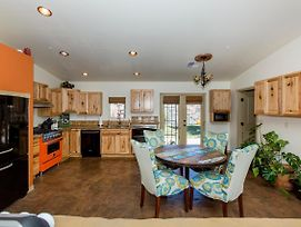 Beautiful Sedona! Hot Tub, Propane Fire Pit, Dog Friendly! Fee Required photos Exterior