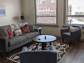 Upscale Lux Apartment In Heart Of Wichita photos Exterior