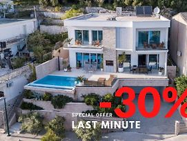Ctdv288- Luxurious Villa With Pool, 8+2, Directly On The Sea photos Exterior