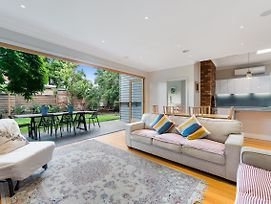 Lovely Family Home In Quiet Bayside Neighbourhood photos Exterior