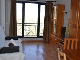 Great Apartment Overlooking Parking Space And Wifi photos Exterior