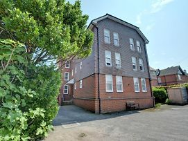 Nice Apartment In Deal Kent With Parking photos Room