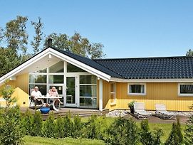 Four-Bedroom Holiday Home In Vaeggerlose 20 photos Room