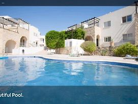 Inviting 2-Bed Apartment In Peyia photos Exterior