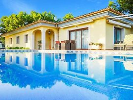 Sol De Mallorca Villa Sleeps 8 With Pool Air Con And Wifi photos Exterior