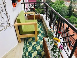 Tastefully Furnished 2 Bedroom Apartment photos Exterior