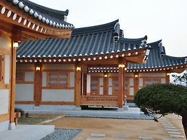 Hwangnamguan Hanok Village photos Exterior