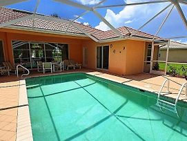 Universal Vacations Homes Naples photos Room