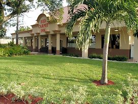 Red Carpet Inn Airport Fort Lauderdale photos Exterior