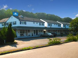 Americas Best Value Inn Stonington Mystic photos Exterior