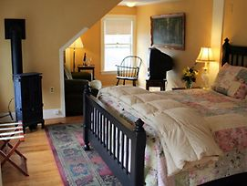 Wildcat Inn & Tavern photos Room