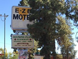 Ez 8 Motel Airporter photos Exterior