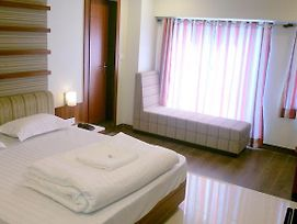 Hotel Sangat Plaza photos Room