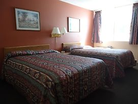 Canadian Motor Hotel photos Room