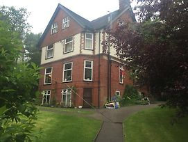Oakfield Lodge Guest House Stockport photos Exterior