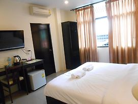 The Bang Khun Phrom Suites photos Room