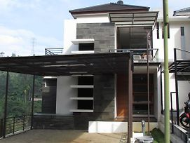 Villa Aster Two photos Room