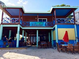 Sandbar Beachfront Hostel & Restaurant photos Room