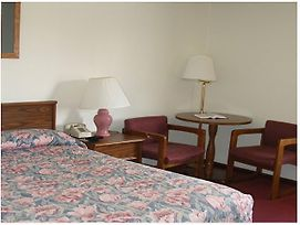 Red Carpet Inn Hillsville photos Room