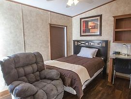 Cuero Oilfield Housing photos Room