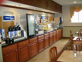 Holiday Inn Express Bluffton photos Restaurant