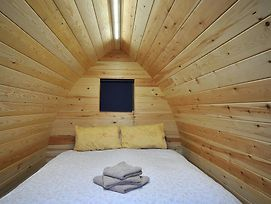 Wolds Glamping photos Room