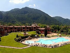 Luxurious Apartment In Idro With Pool photos Room