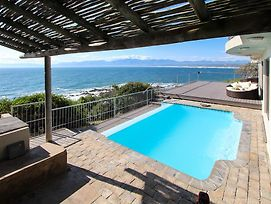 Whale Huys Luxury Ocean Holiday Villa photos Exterior