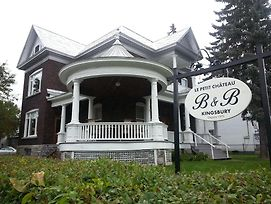 Le Petit Chateau Montebello B&B photos Exterior