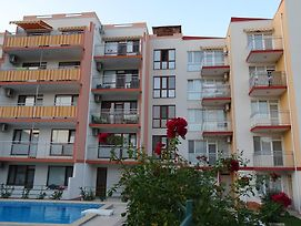 Apartments In Lotos Complex photos Exterior