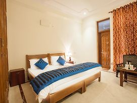 Oyo Rooms Noida City Centre Premium photos Exterior