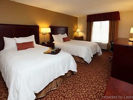 Hampton Inn & Suites Charlottesville-At The University photos Room