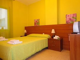 Hotel Pension Mode Lleida photos Room
