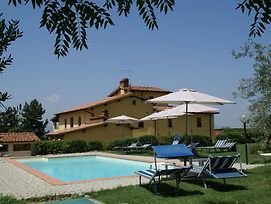 Decorated Apartment 2Km Away From Castelfranco Di Sopra photos Room