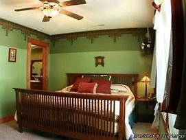The Anniversary House Bed & Breakfast photos Room
