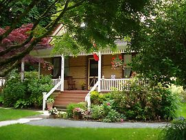 Clayburn Village Bed And Breakfast photos Exterior