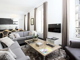 Luxury 3 Bedrooms Le Louvre I By Livinparis photos Room