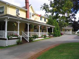 Shining Waters Country Inn photos Exterior