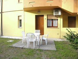 Spacious Apartment For 4 Persons In Rosolina Mare With Garden photos Exterior