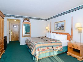 Pioneer Inn & Suites photos Room