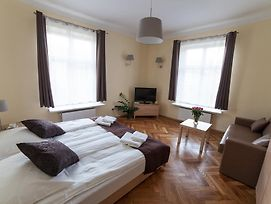 Place 4 You Apartments photos Room