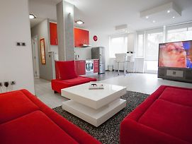 Apartment Red photos Room