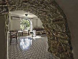 The Nest - A Romantic Vacation Home In Ein Kerem - Jerusalem photos Room