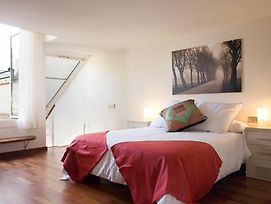 Lodging Apartments Miro Rambla Catalunya photos Room