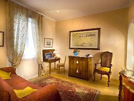 Like A Local In Oltrarno photos Room