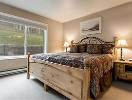 Seasons Four By First Choice Property Management photos Room