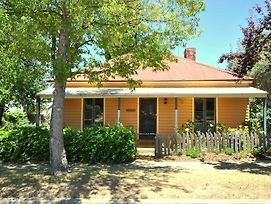 Cooma Cottage photos Room