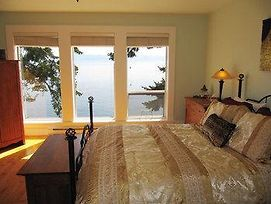 Stones Throw Cottage By Bc Island Vacation Homes photos Exterior