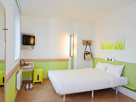 Ibis Budget Roissy Cdg Paris Nord 2 photos Room