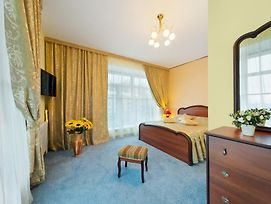 Hotel Ukraina photos Room